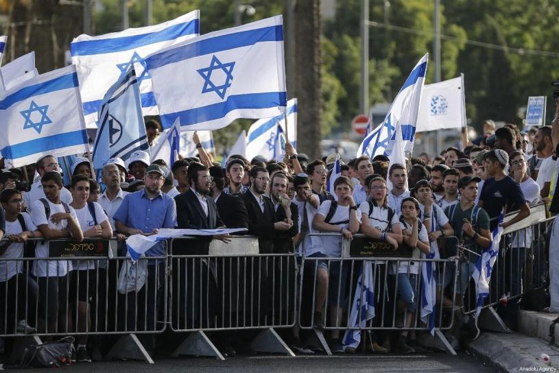 Des Juifs français manifestent à Hébron, affirmant que toute la Cisjordanie appartient à Israël dans - DISCRIMINATION - SEGREGATION - APARTHEID - RACISME - FASCISME