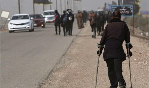 shia-pilgrims-on-foot-to-attend-arbaeen-karbala-dec-2013-r