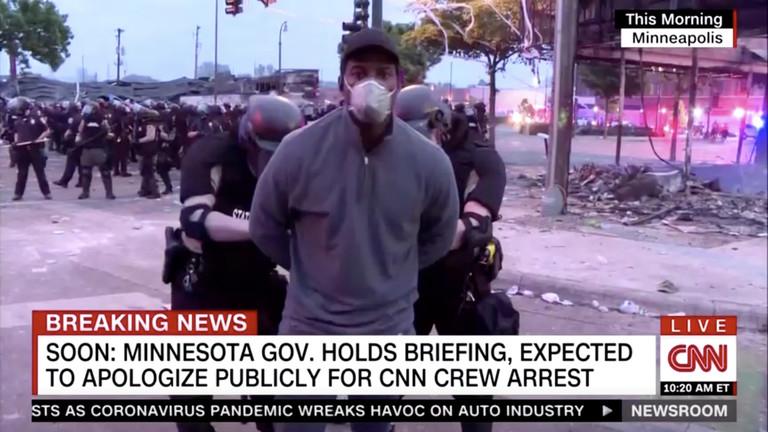 Aux Etats-Unis, une explosion des violences policières face à la colère populaire, la liberté de la presse bafouée